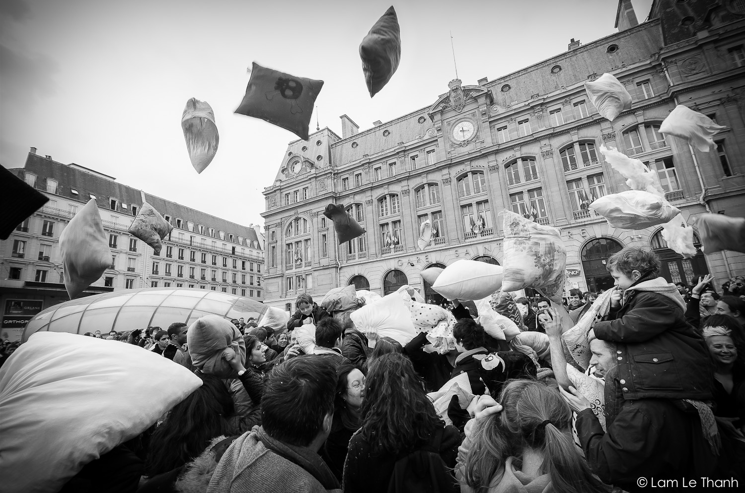 Pillow Fight Day @ Paris - Gare Saint Lazare ( 06/04/2013 )